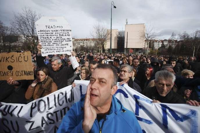 Manifestation à Sarajevo, lundi 10 février 2014.
