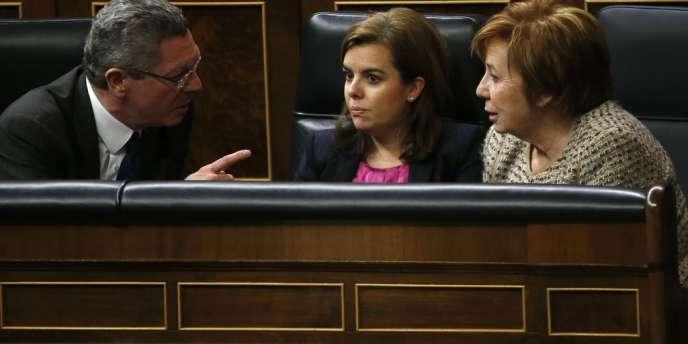 Le projet de loi suscite de fortes réticences au sein de la droite, la première vice-présidente du Congrès, Celia Villalobos, à droite sur la photo, qui a demandé la liberté de vote sur ce texte.