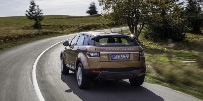 Range Rover Evoque, avec son toit fuyant à la façon d'un coupé.