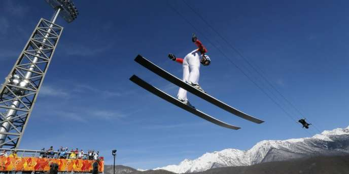 Jason Lamy Chappuis termine en 8e position du saut à skis, première épreuve du combiné nordique des Jeux de Sotchi, le 12 février 2014.