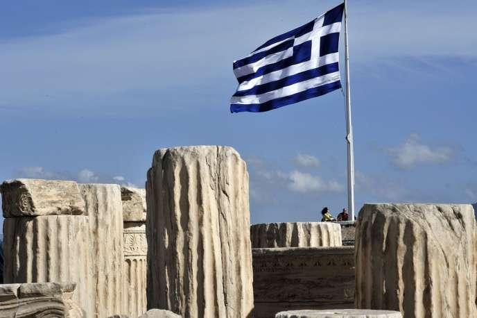 Athènes ne cesse d'espérer une nouvelle restructuration de sa dette en évoquant la décision de novembre 2012 quand l'UE s'était engagée à aborder l'allègement de la dette du pays, si ce dernier arrivait à dégager un excédent primaire en 2013.