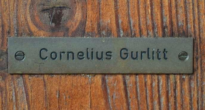 La plaque de la porte d'entrée de la maison de Cornelius Gurlitt à Salzbourg (Autriche), en novembre 2013.