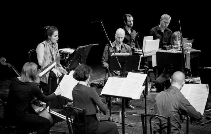 L'ensemble berlinois Kammerensemble Neue Musik (KNM), dont le guitariste Thomas Bruns est le manager.