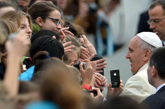 Le pape François, place St Pierre, au Vatican, le 12 février.