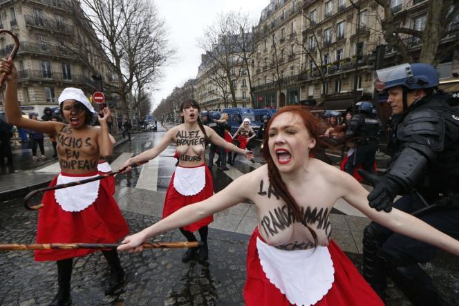Des Femen lors d'une action à Paris en janvier 2014.