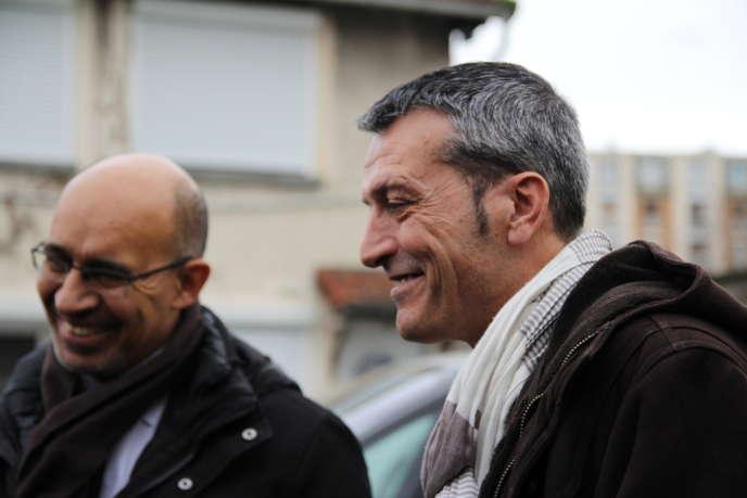 Edouard Martin et Harlem Désir en déplacement en Seine-Saint-Denis le 12 février 2014.