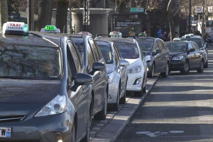 Les nouvelles licences de taxi, délivrées après la promulgation de la loi – au mieux au 1er janvier 2015 –, seront incessibles.