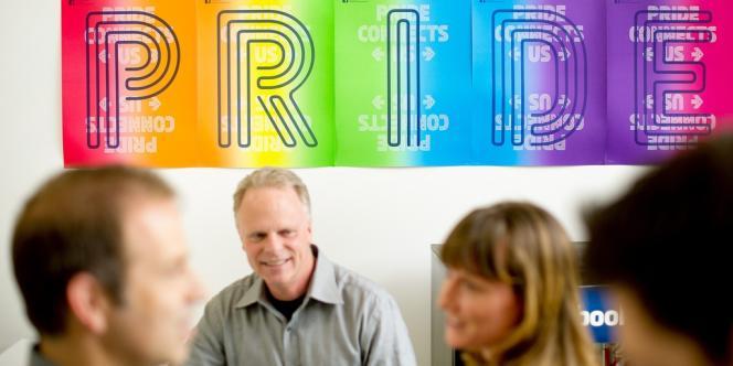 Bannière défendant la fierté homosexuelle dans les locaux de Facebook en Californie.