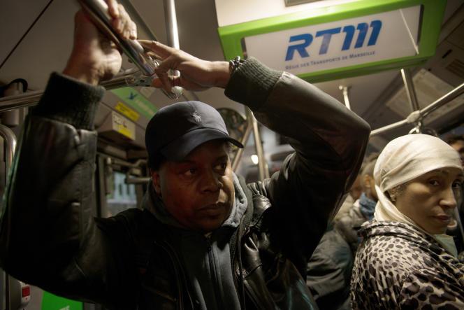 Alain, ici dans un bus marseillais, le 22 janvier, passe près de trois heures par jour dans les transports marseillais.
