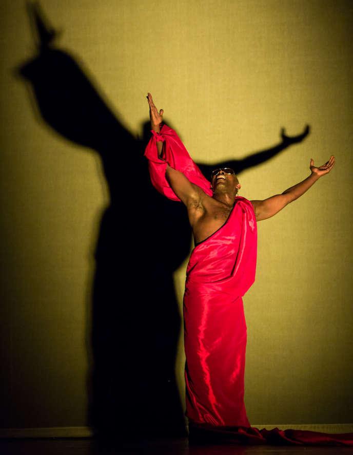 Le danseur et chorégraphe James Carlès possède la carrure d'un performeur.