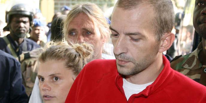 Le président de l'Arche de Zoé, Eric Breteau, et sa compagne, Emilie Lelouch, ont été condamnés à deux ans avec sursis en appel, par la cour d'appel de Paris.