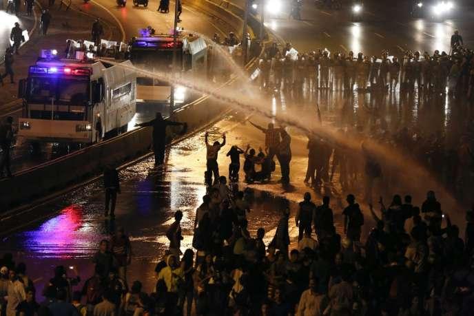 Les manifestants, qui reprochent au président Nicolas Maduro la corruption, la criminalité et la hausse du coût de la vie, se sont à nouveau mobilisés vendredi dans plusieurs villes du pays.