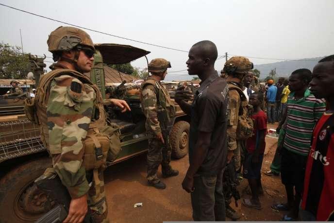 L'opération menée samedi, la plus importante depuis le début de Sangaris en décembre, a débuté peu avant 6 heures sur un large périmètre du quartier Boy Rabe, fief des milices anti-balaka.