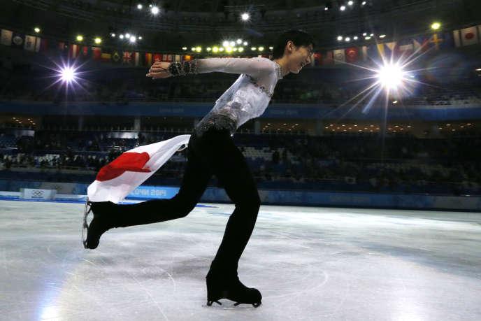 Malgré deux chutes dans le programme libre, Yuzuru Hanyu, 19 ans, s'est imposé vendredi 14 février aux JO de Sotchi.
