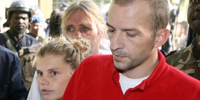 Eric Breteau et Emilie Lelouch, fondateurs de l'Arche de Zoé, au tribunal de N'Djamena, en décembre 2007.