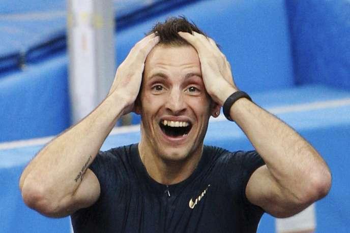 Renaud Lavillenie a battu samedi15février le record du monde du saut à la perche en salle, en franchissant une barre à 6,16m.