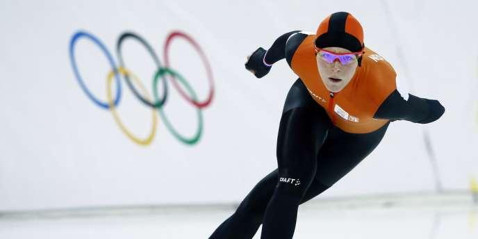 La Néerlandaise a remporté le 1500 m en patinage de vitesse, tout en étant également en lice en short-track lors de ces JO 2014.