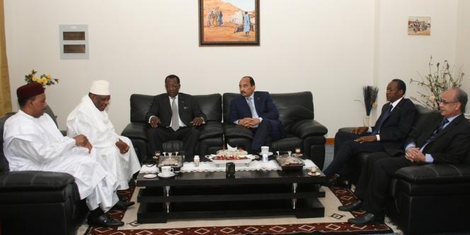 De gauche à droite, les présidents du Niger, Mahamadou Issoufou, du Mali, Ibrahim Boubacar Keita, du Tchad, Idriss Déby Itno, de la Mauritanie, Mohamed Ould Abdel Aziz, et du Burkina Faso, Blaise Compaoré.