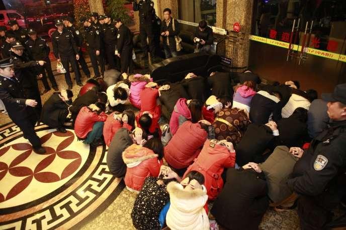 A Dongguan, le 9 février, lors d'une opération anti-prostitution.