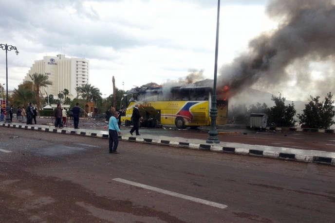 Après l'attentat contre un car de touristes à Taba, dans le Sinaï. Trois touristes coréens sont morts suite à l'explosion.