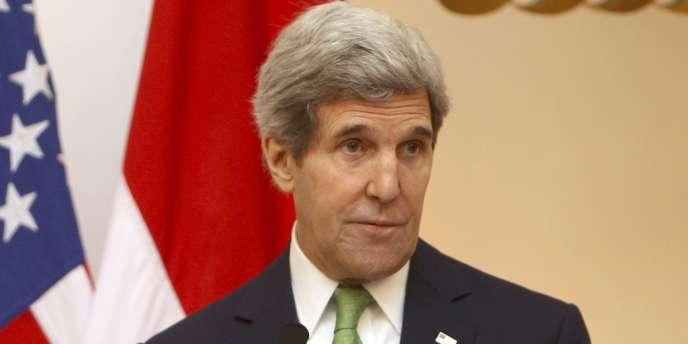 « La Russie doit être partie prenante de la solution au lieu de fournir encore plus d'armes et encore plus d'aide » au régime syrien, a affirmé lundi le secrétaire d'État américain John Kerry.