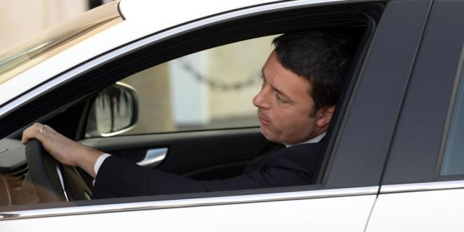 A 39 ans, le maire de Florence, élu triomphalement à la tête du Parti démocrate en décembre, va devenir le plus jeune président du Conseil italien.