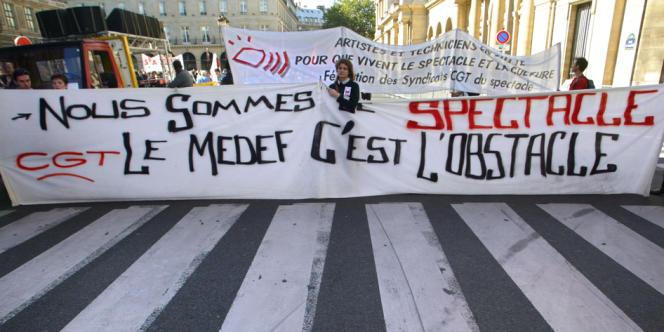 Une banderole lors d'une manifestation des intermittents du spectacle à Paris en octobre 2003.