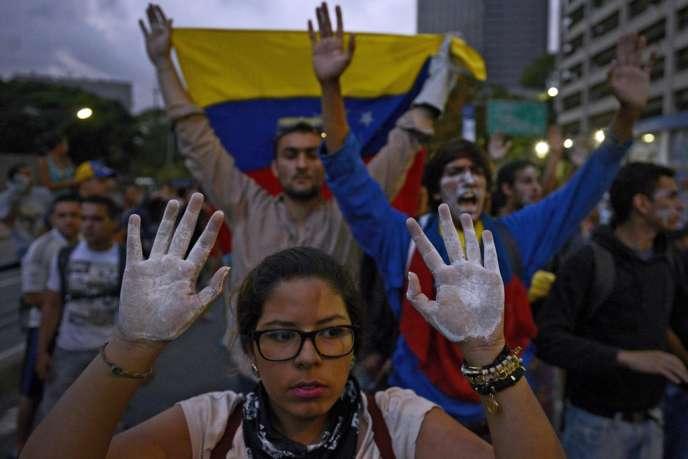 Les étudiants vénézuéliens manifestent depuis début février.