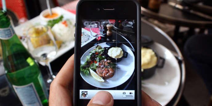 Photographier ses plats avant de les consommer rendrait les aliments plus appétissants, selon une étude américaine.