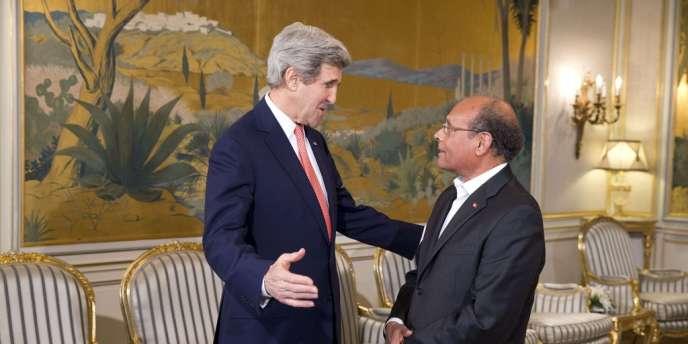 John Kerry est arrivé à Tunis mardi 18 février pour une courte visite surprise.