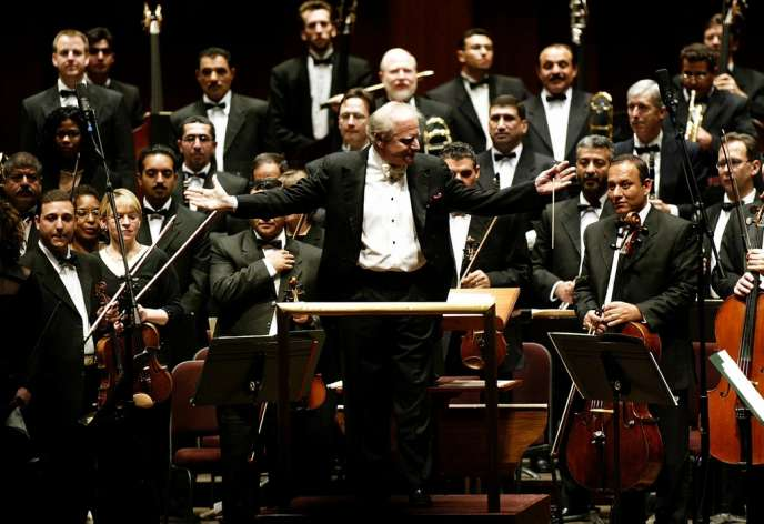 Leonard Slatkin et l'Orchestre symphonique d'Iran, à Washington en décembre 2003.
