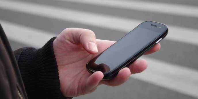 Au matin, et avant même de sortir du lit, 20 % des internautes français utilisent leur smartphone.