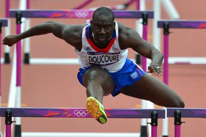 Ladji Doucouré lors des séries du 100 mètres haies, aux Jeux olympiques de Londres, le 7 août 2012.
