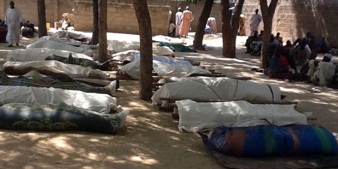 Les cadavres des victimes d'une attaque de Boko Haram dans le village de Konduga (nord-est du Nigeria) qui a fait 39 morts, le 12 février.