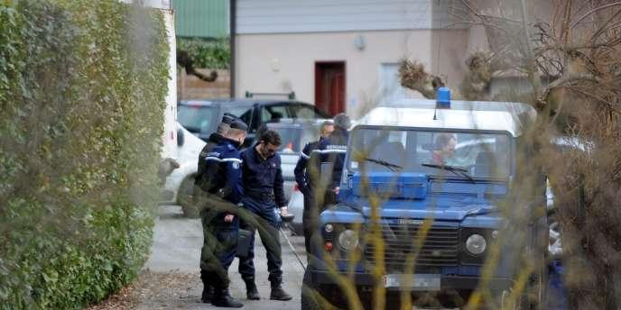 Un ancien policier municipal a été arrêté mardi à Talloires, en Haute-Savoie, dans le cadre de l'enquête sur le quadruple meurtre de Chevaline, sur les hauteurs du lac d'Annecy, en septembre 2012.