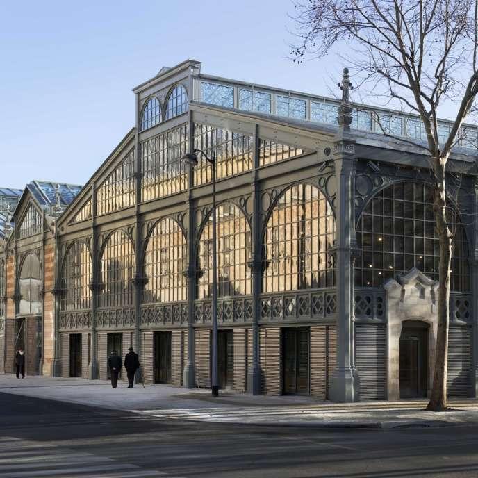 Le Carreau du Temple vu depuis l'angle de la rue Perré à Paris.