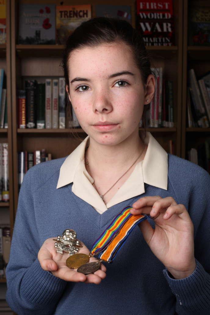 Chloe Coules, 15 ans, plus jeune contributrice de la grande collecte des archives de la Grande Guerre organisée en Grande-Bretagne.