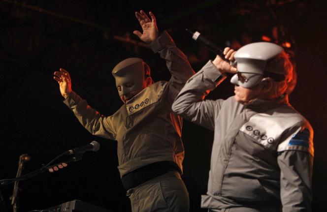 Bob Casale (à gauche) et Mark Mothersbaugh du groupe Devo au festival de Coachella à Indio (Californie) en 2010.