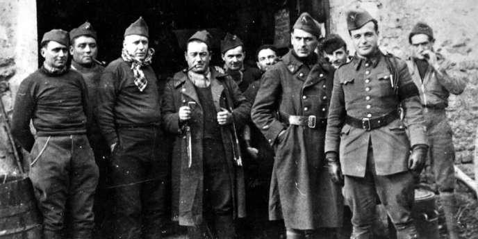 Jean Cavaillès (au centre), pendant la campagne de France, en 1940.