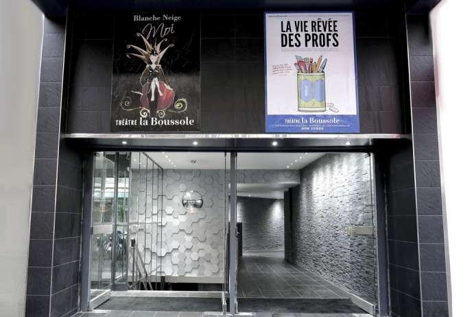 L'entrée du nouveau théâtre La Boussole à Paris, le 13 février 2014.