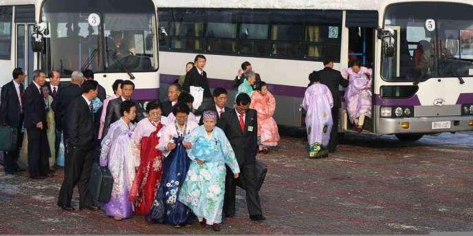 Il s'agit de la première réunion de familles coréennes séparées par la guerre (1950-1953) depuis 2010.