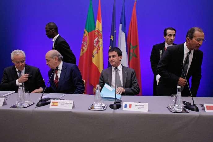 De gauche à droite, Miguel Macedo, ministre portugais de l'intérieur, et ses homologues français Manuel Valls, espagnol Jorge Fernandez Diaz et marocain Mohamed Hassad, le 20 février à Paris.