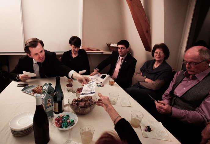 Guillaume Larrivé lors d'une réunion politique dans un appartement à Auxerre, le 17 février.