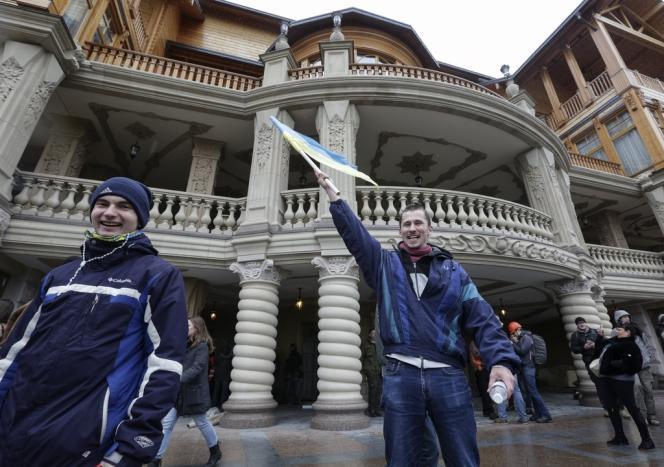 Dans la résidence du président ukrainien Ianoukovitch, investie par la foule le 22 février.