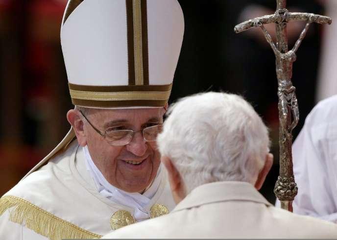 Les papes François et Benoît XVI, le 22 février au Vatican.