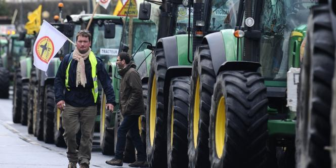 La mobilisation paysanne était forte à Nantes, samedi 22 février, où le cortège a rassemblé 530 tracteurs.
