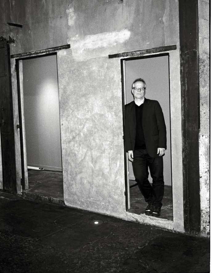 Thierry Frémaux, 53 ans, photographié le samedi 8 février, à Lyon, dans le tout premier décor de l'histoire du cinéma, celui du premier film de Louis Lumière.