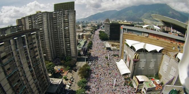 Des milliers d'opposants au président vénézuélien Nicolas Maduro.