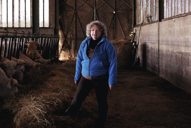 Caroline Chenet a perdu son mari en 2011, intoxiqué chronique au benzène. Depuis, elle a repris la gestion de l'élevage de bovins à Saujon (Charente-Maritime) qu'elle aimerait passer en bio.