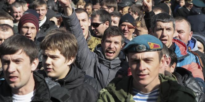 Manifestation anti-Maïdan à Sinferopol, en Crimée, dimanche 23 février.